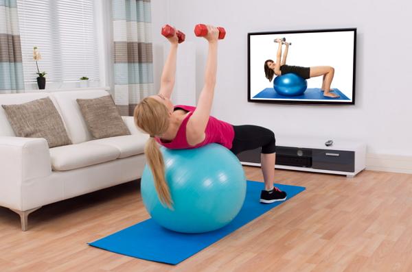 Krafttraining beim Fitness zu Hause
